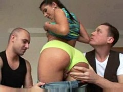 Czech girl Victoria Rose fucks in threesome