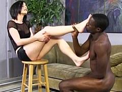 XXX Fetichismo De Pies – Veruca James agrada a un gallo negro grande con sus pies