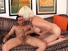 XXX Golden Slut – La mujer mayor Dalny Marga folla con el muchacho joven