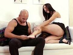 La hermosa morena checa Mandy Saxo ama el sexo anal intenso