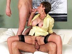 Dos tios follan a Lady Sonia en un trio caliente