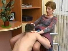 Rusia madura Margaret folla con el muchacho joven