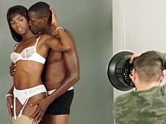 Negro sobre negro Ana Foxxx y Jason Brown