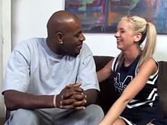 XXX Dogfart Network – La joven rubia Kaylee Hilton ama el sexo interracial