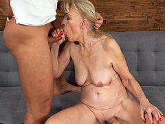 Abuela llena de lujuria arada por joven polla